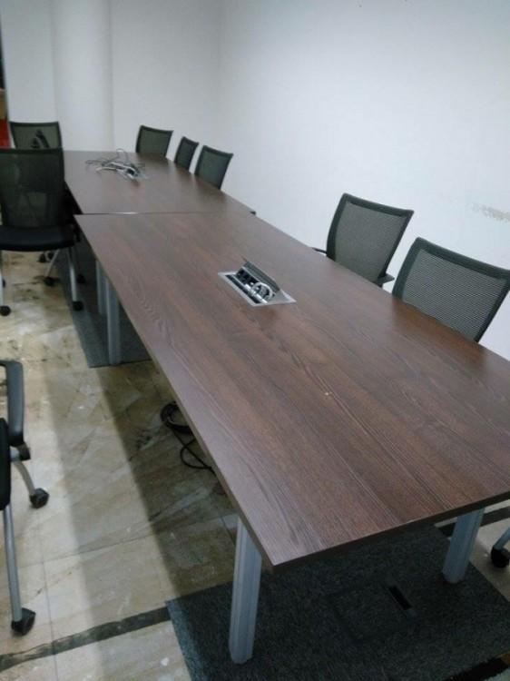 Kancelářský velký stůl