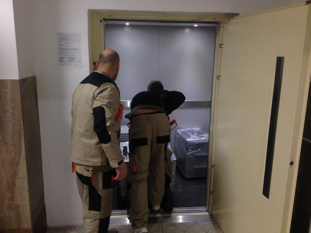 Stěhování s nákladním výtahem