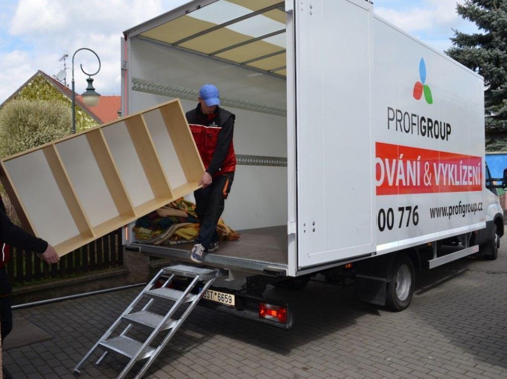 Vyklízení bytu - stěhovací vůz