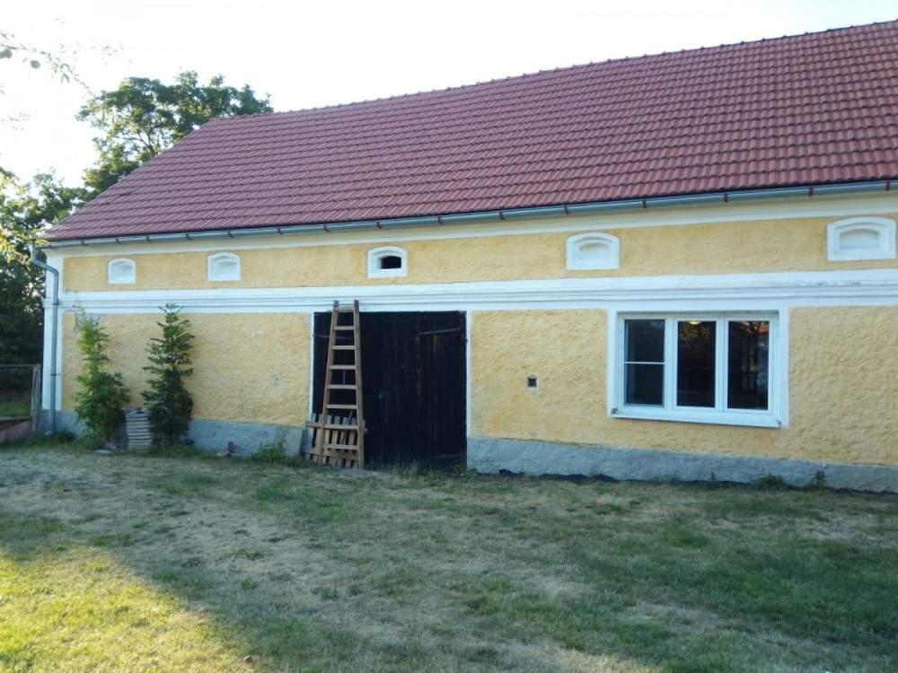 vyklizená stodola