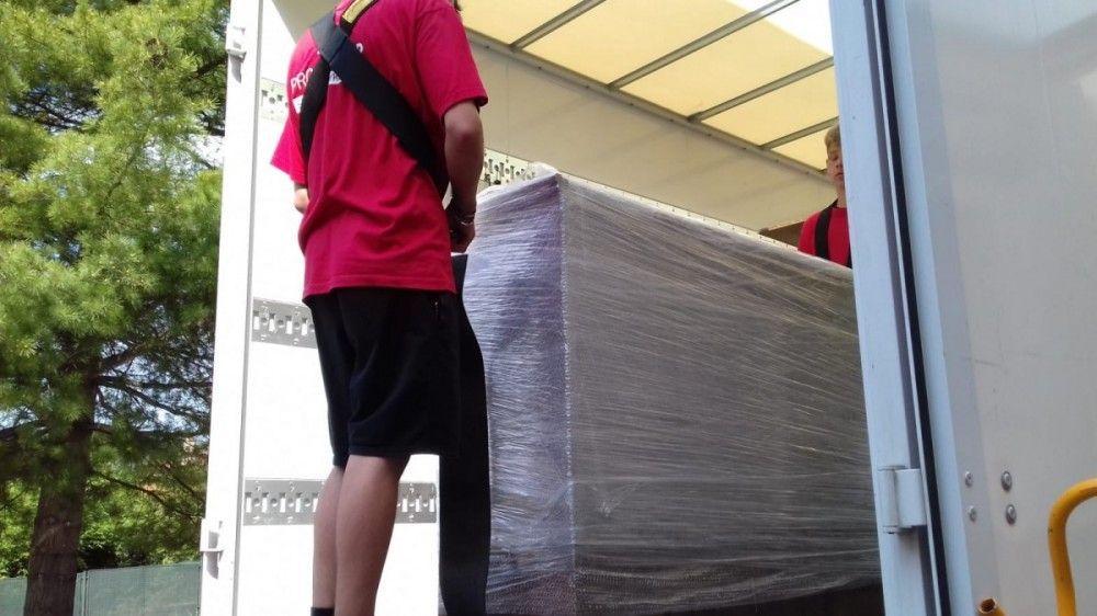 obalený nábytek při stěhování