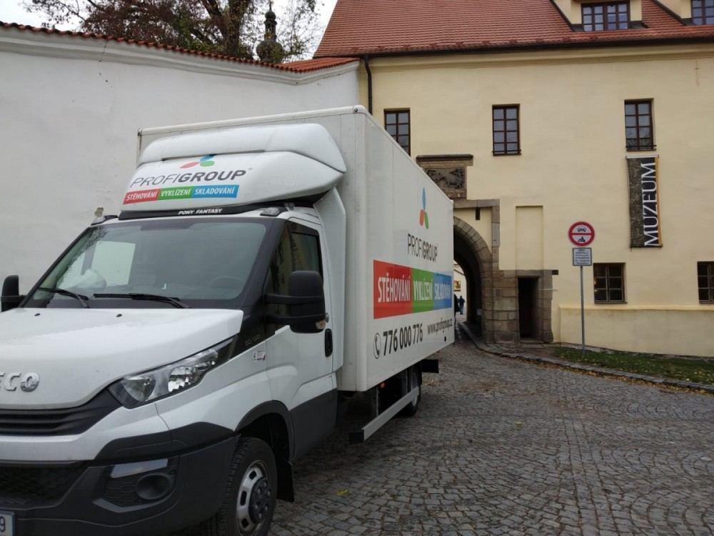 stěhování výstavy zámek Pardubice