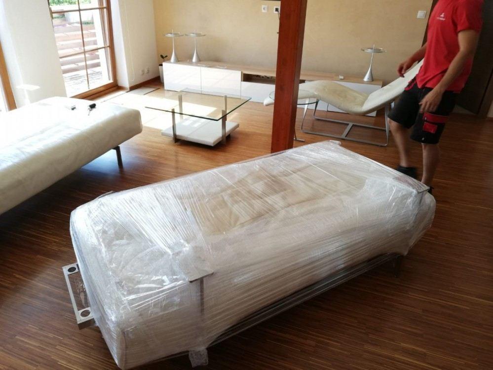 balení nábytku