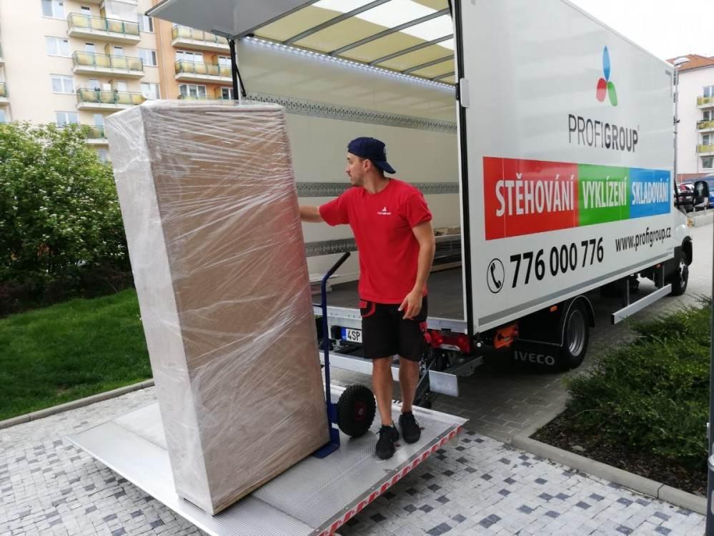 stěhování skříní
