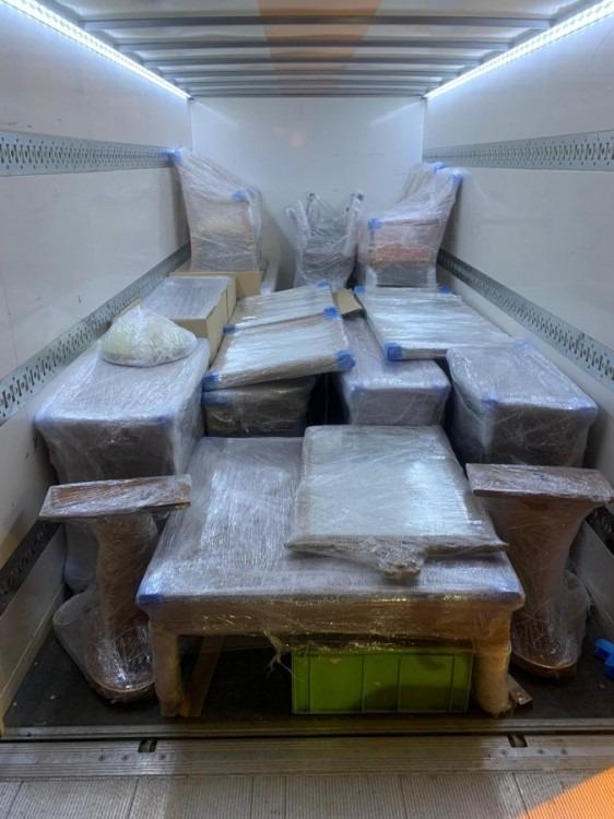 zabalený nábytek při stěhování