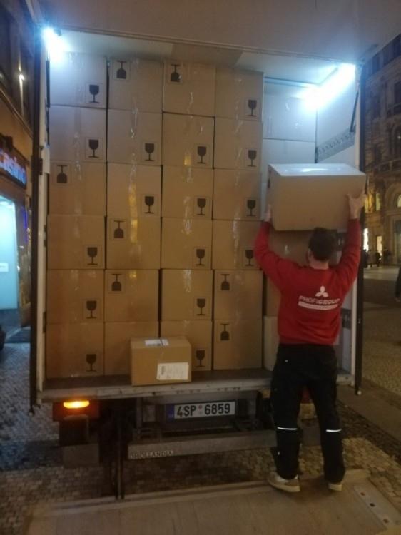 stěhování Praha krabice