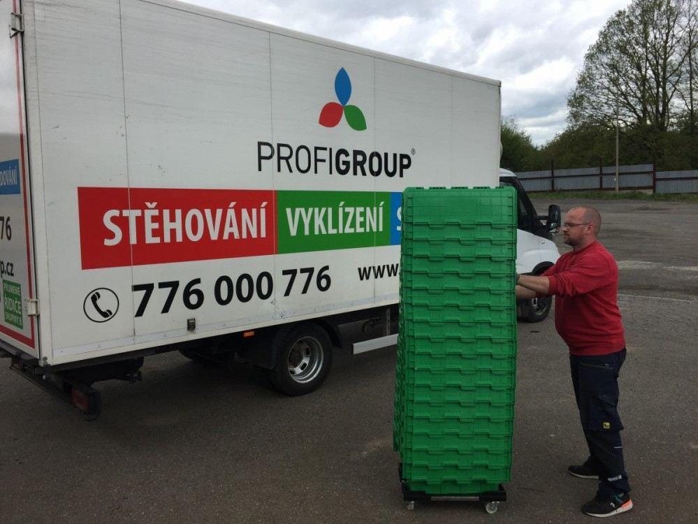 plastové boxy na stěhování