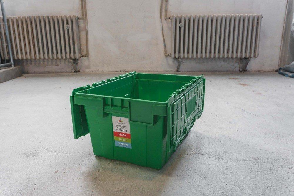 plastová krabice na stěhování